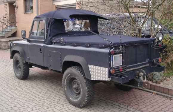 Land Rover 110 with Ext-Bikini-Cab