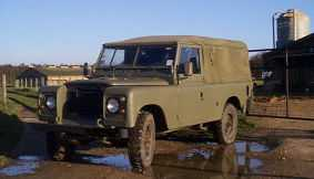 Land Rover 109 full tilt